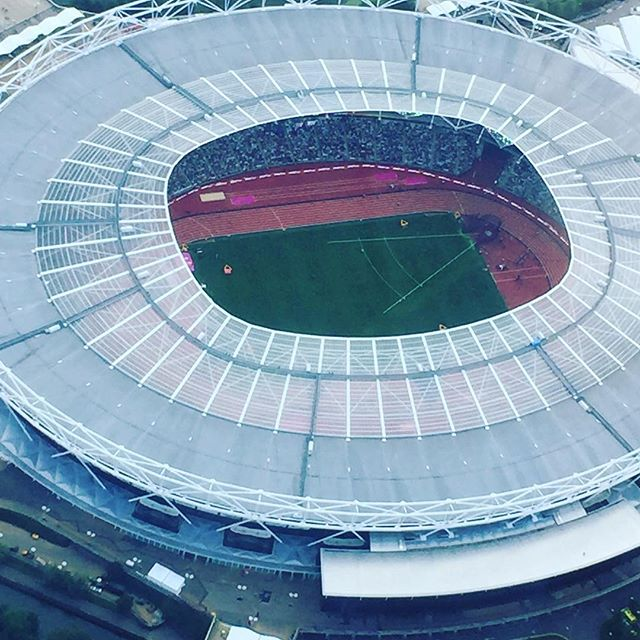 Amazing seeing the athletics from above. Stadium looked awesome . #virginexperience #virginexperiencedays #london#helicoptertour #sunnyday