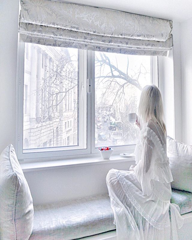 Did you know that the Luxury 5* @themayfairhotel is the Official Hotel of London Fashion Week? 🇬🇧 Book a stay here now, whether it be a Valentines Gift 💝 Galentine's break with the Girls 👯♀️ or just a London City Break Getaway 👜 via @virginexperiencedays #TheMayfair #VirginExperienceDays *AD . :::::: Valentina Dress 👗 made from mixed Silk by fashion designer @uliherznerofficial . :::::: Escape for a night of luxury in one of London's preeminent districts at the eponymous 5* May Fair Hotel with @virginexperiencedays.  This fabulous destination pairs meticulous attention to detail with grandeur and an unmatched location. Royally inaugurated in 1927 by King George V, the May Fair swiftly established itself as an icon of style and a favourite with high society. Now you can see what all the fuss is about with this one night break. You'll feel like royalty as you explore your Superior King room complete with all the trimmings including king-size bed, Catalan furniture and adjoining bathroom of sleek Sicilian marble. Fully rested from your blissful night, you'll start the day right with a full English breakfast to set you up for the day ahead in fabulous London. Your base for the night couldn't be better placed, at the very heart of London's luxury district, a stone's throw from some of the most fashionable and famous stores on the planet. So if you're looking to indulge in a spot of retail therapy then this is a perfect option, as well as being just a tube ride away from many of London's most famous attractions.