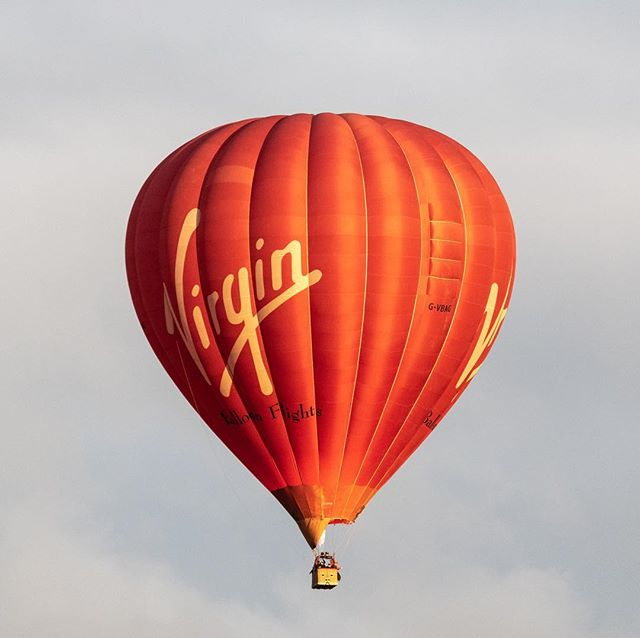 Amazing what you see landing in a field as your driving along. #balloon #virgin #virginexperiencedays #hotairballoon #aviation #thorne