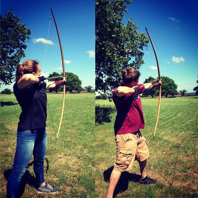 @paulina_konopka  archery fun today turns out I'm rubbish great at firing to far and Paulina is pretty good . #archery #robinhoodmenintights #virginexperience #longbowarchery