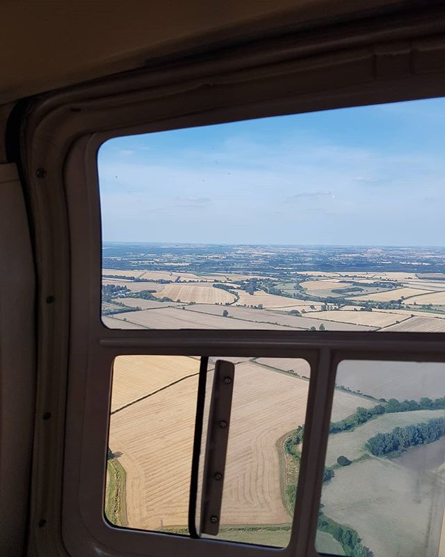 Happy belated birthday to me (from me)! Amazing afternoon enjoying a 30 minute helicopter sightseeing tour, overlooking the dreaming spires of Oxford!  I loved every minute! Perfect weather and even got to see @blenheimpalace and @bbccountryfilelive from above!  I also saw home (Didcot power station) in the distance.  I definitely recommend 👍🏻 @adventure_001_  #helicopter #helicopterflight #dreamingspiresofoxford #oxford #oxfordshire #countryside #virginexperience #adventure #soloadventure #adventuresonmyown #iwanttogoagain